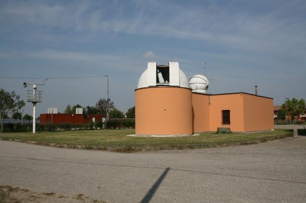 OSSERVATORIO ed a sx STAZIONE METEO con sonda pioggia per chiusura cupola